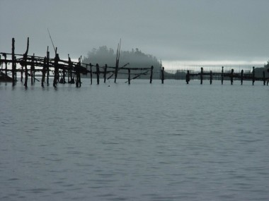 HERE THE WEIR LINES SUGGEST CALLIGRAPHY, ADDING A ZEN-LIKE BEAUTY TO THE BAY.
