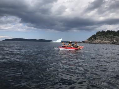 Kayakers_iceburg_clouds